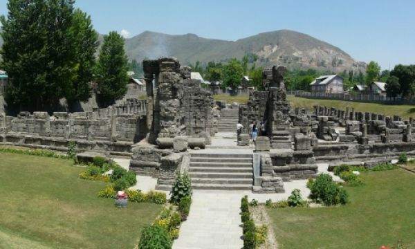 avanti-swami-temple-awntipora-kashmir