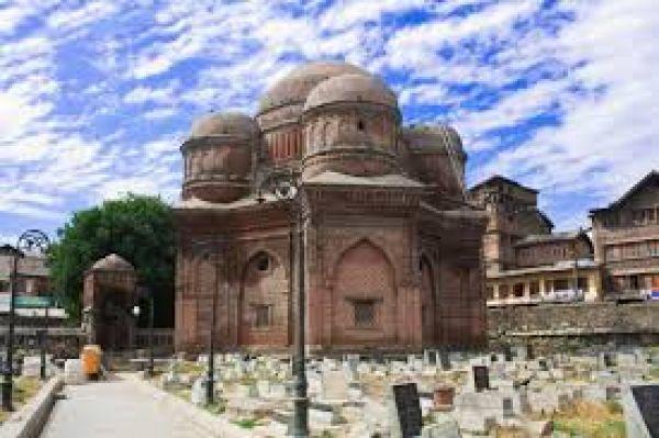 bud-shah-tomb-in-kashmir