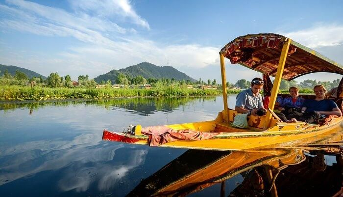 Tourists From Pune Maharashtra Enjoying Mumbai Kashmir tour In Dal Lake Srinagar